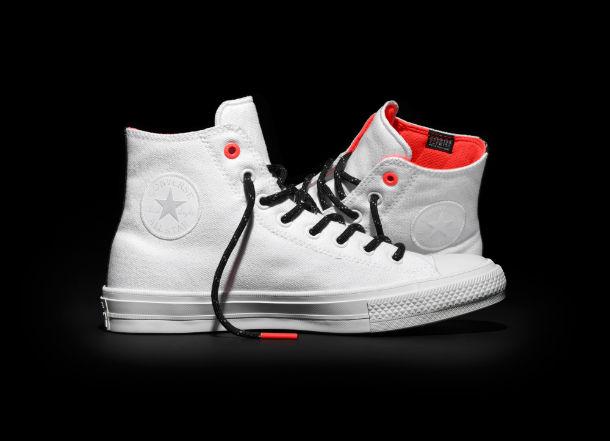 Jak dbać o białe sneakersy?
