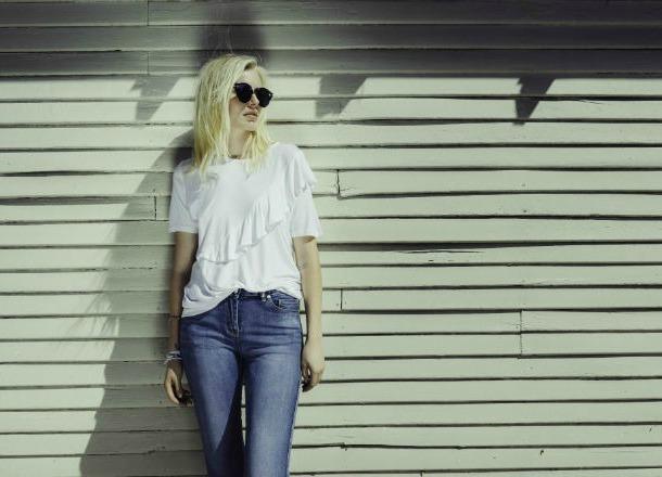 Jak się ubierać mając szerokie biodra?