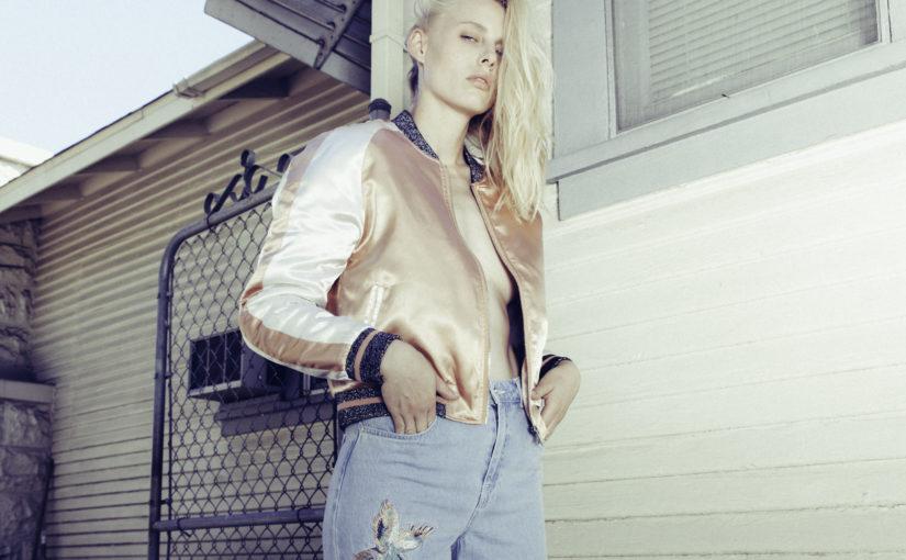 Jak nosić jeansy tej wiosny? Sprawdź 3 najmodniejsze zestawienia