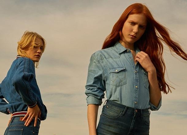 5 jeansowych ubrań, które MUSISZ mieć tego lata