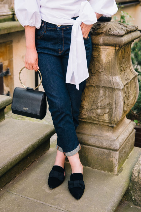 granatowe jeansy