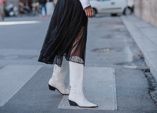 Jak nosić białe buty?