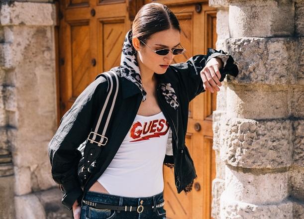 Ubierz się w stylu sióstr Hadid z marką Guess