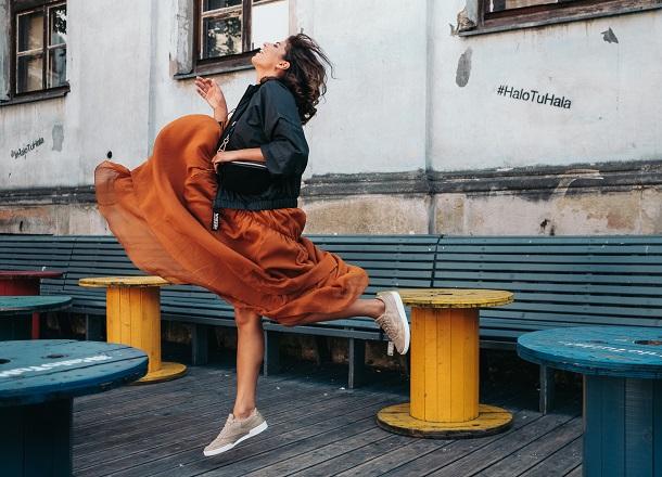 3 ways to style – jak nosić sneakersy?