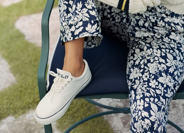 Jak czyścić białe buty?