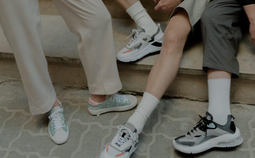 Klasyki wśród sneakersów – poznaj najpopularniejsze modele, kolory i fasony
