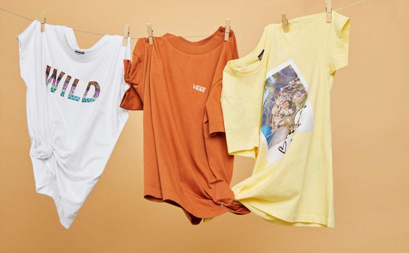 T-shirt madness – wszystko, co musisz wiedzieć o najmodniejszych koszulkach tego lata