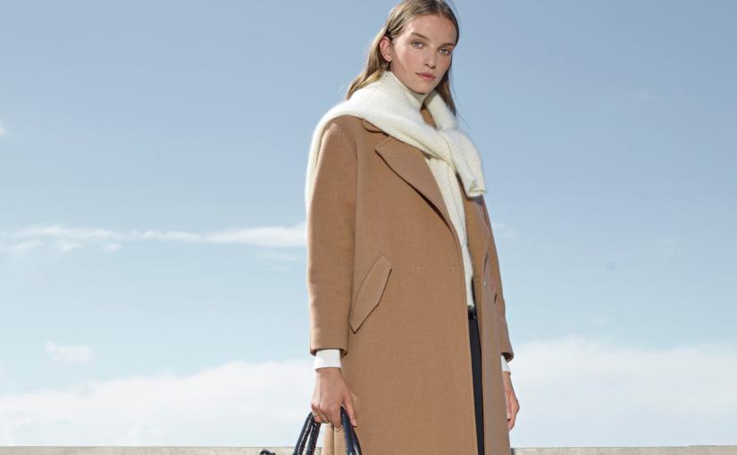 Płaszcz dla niskiej osoby – na co powinnaś zwrócić uwagę wybierając okrycie wierzchnie na jesień?