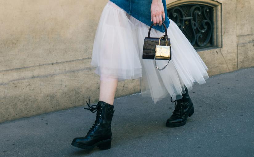 Jakie buty do spódnicy? Propozycje stylizacji na każdą porę roku