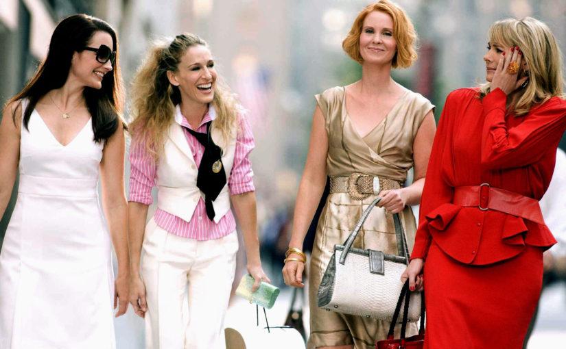 5 elementów, które Carrie Bradshaw nosiłaby w 2021 roku