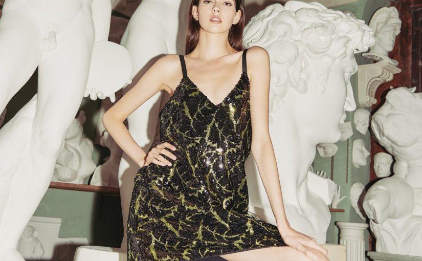 Sukienki dla niskich kobiet – sprawdź, co pasuje do Twojej sylwetki!