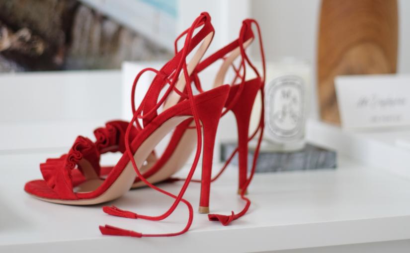 Do czego pasują czerwone buty? 3 stylizacje, które musisz wykorzystać w tym sezonie