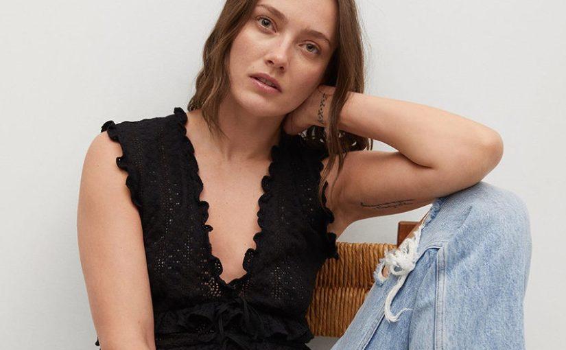 Koronka jest modna! Z czym nosić czarną koronkową bluzkę?