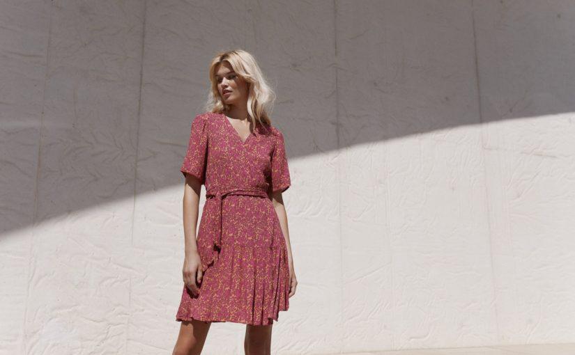 Naturalne sukienki – 5 modnych propozycji na pierwszy dzień lata