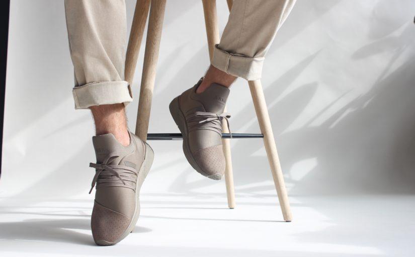 Jakie buty pasują do jasnych spodni?