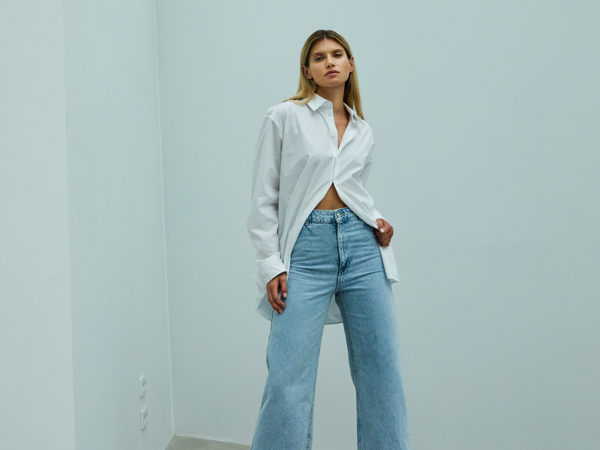 Koszula i jeansy - niezawodna jesienna stylizacja